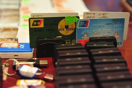 信用卡只有2万额度,持卡人办了分期业务后竟然需还7万欠款